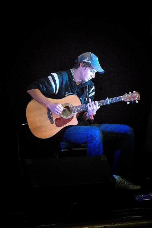 Alistair Kosmac, Guitar